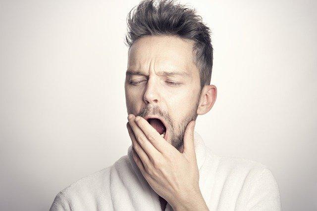 mal-dormir-sensation-de-fatigue-sommeil-dans-la-journee-signes-de-troubles-du-sommeil-l'hypnose-peut-vous-aider-cyril-ouvrard-pornic-