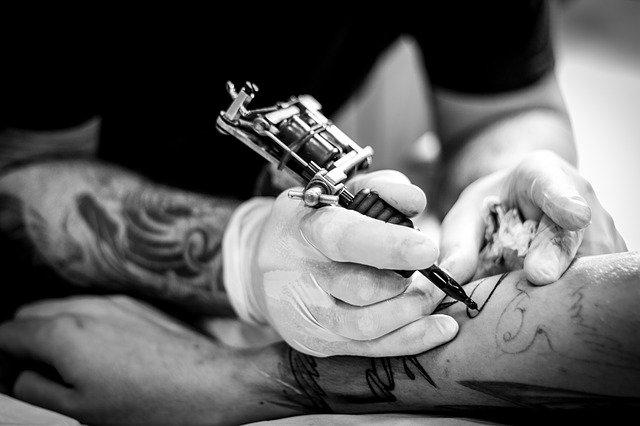 tatouage-piqure-piercing-epilation-douleurs-qui-se-traitent-avec-l-hypnotherapie-cyril-ouvrard-pornic